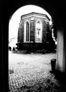 Sylweta zabytkowego klasztoru Bożogrobców [Fotografia]