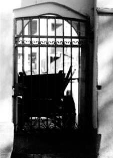 Zabytkowa brama [Fotografia]