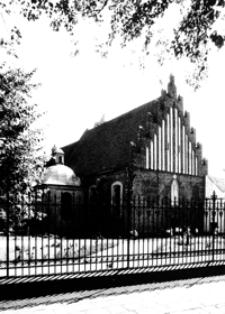 Zabytkowy Klasztor OO. Bernardynów z fragmentem ogrodzenia [Fotografia]
