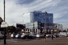 Rondo Dmowskiego przy Hotelu Rzeszów : galerie handlowe [Fotografia]