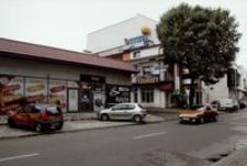 """Ul. Żeromskiego : """"Bar Rybny Zaprasza"""" [Fotografia]"""