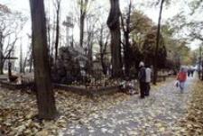 Stary Cmentarz przy ul. Targowej : Zaduszki [Fotografia]