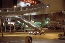 Ul. Piłsudskiego, skrzyżowanie z ul. Grunwaldzką : Europa II nocą [Fotografia]