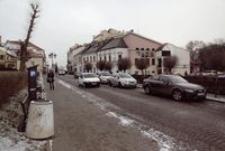 Ul. Mickiewicza : parking płatny przy pl. Cichociemnych [Fotografia]