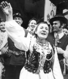 """[""""Wesele Błażowskie"""" w wykonaniu Amatorskiego Zespołu Teatralnego z Błażowej] [Fotografia]"""