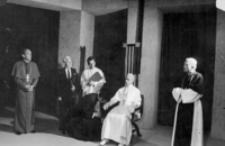 """[Scena ze sztuki Rolfa Hochhuth'a """"Namiestnik"""" wystawionej przez Teatr Zakładowego Domu Kultury Huty Stalowa Wola] [Fotografia]"""