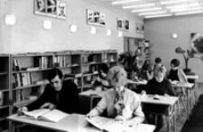 [Czytelnia dla dorosłych Miejskiej i Powiatowej Biblioteki Publicznej w Ustrzykach Dolnych] [Fotografia]