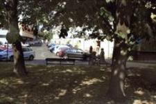Zaułek na Osiedlu Dąbrowskiego [Fotografia]