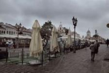 Rynek - deszczowy dzień [Fotografia]