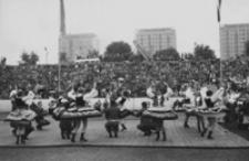 [Fragment występu finałowego I Światowego Festiwalu Polonijnych Zespołów Artystycznych w Rzeszowie] [Fotografia]
