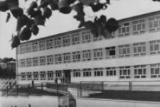 [Budynek Zespołu Szkół Budowlanych w Brzozowie] [Fotografia]