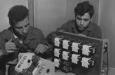 [Uczniowie zagraniczni kształcący się w technikum zawodowym na terenie woj. rzeszowskiego] [Fotografia]